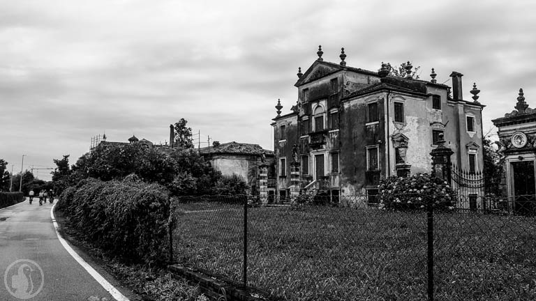 Mansion on the way to Venice